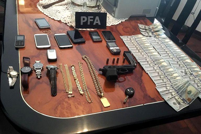Parte de lo que secuestraron los detectives policiales