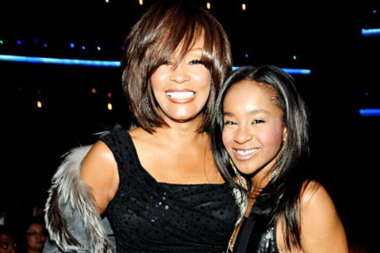 Bobbi Kristina Brown, junto a su madre