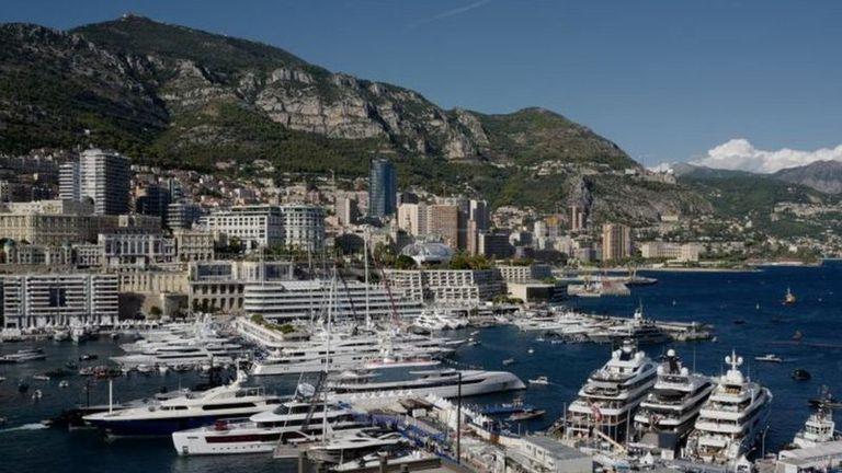 """Unos superyates anclados en Mónaco, uno de los """"puertos clásicos del glamour"""""""