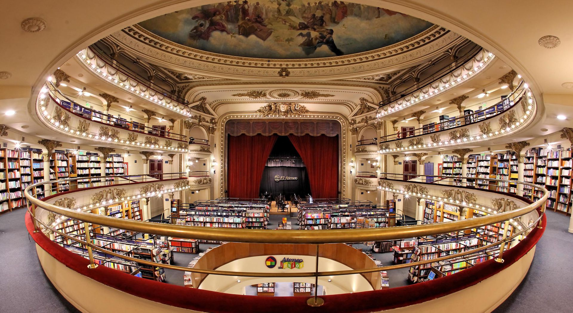Según la revista National Geographic, El Ateneo Grand Splendid es la librería más linda del mundo