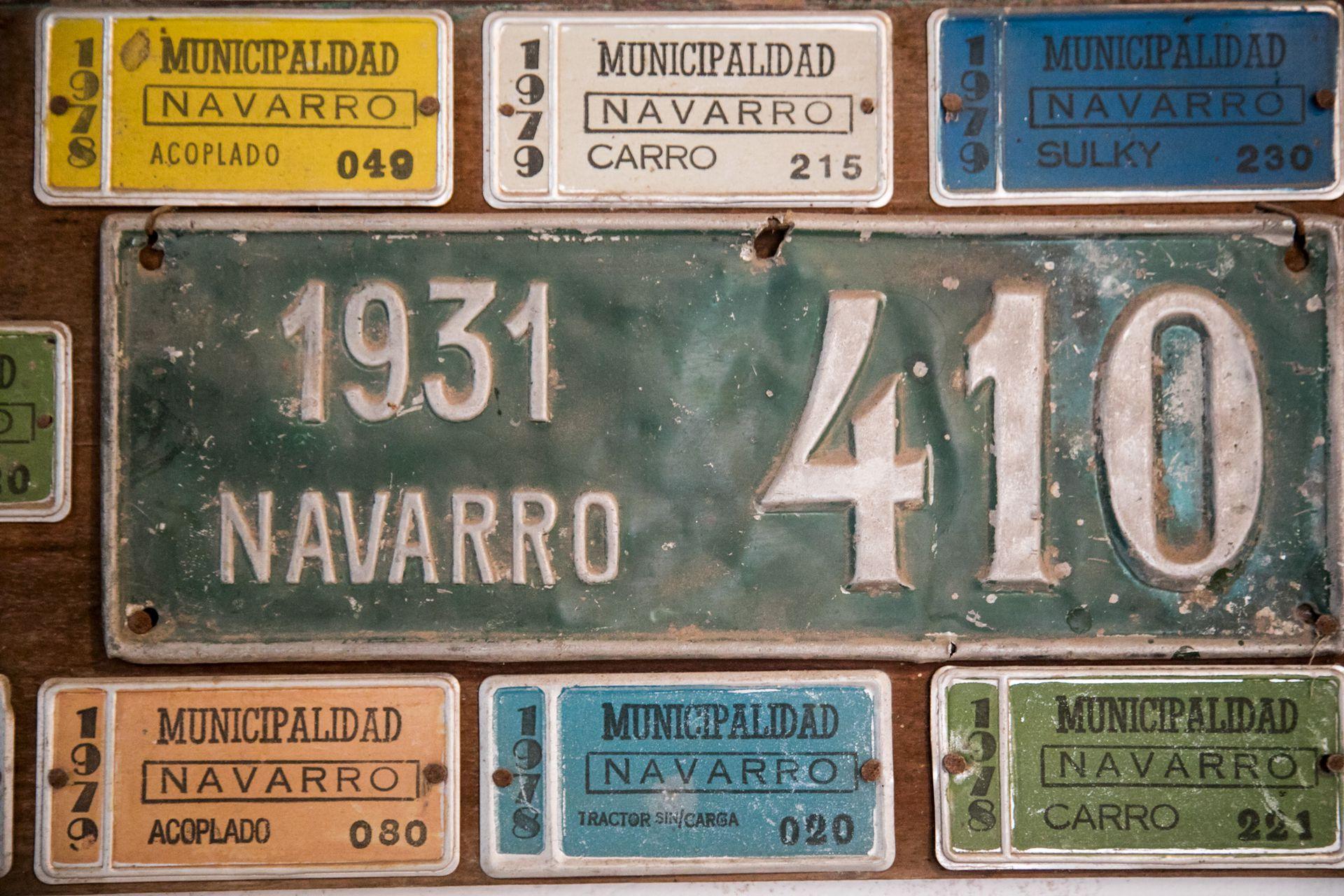 Antiguas placas y patentes en La Protegida