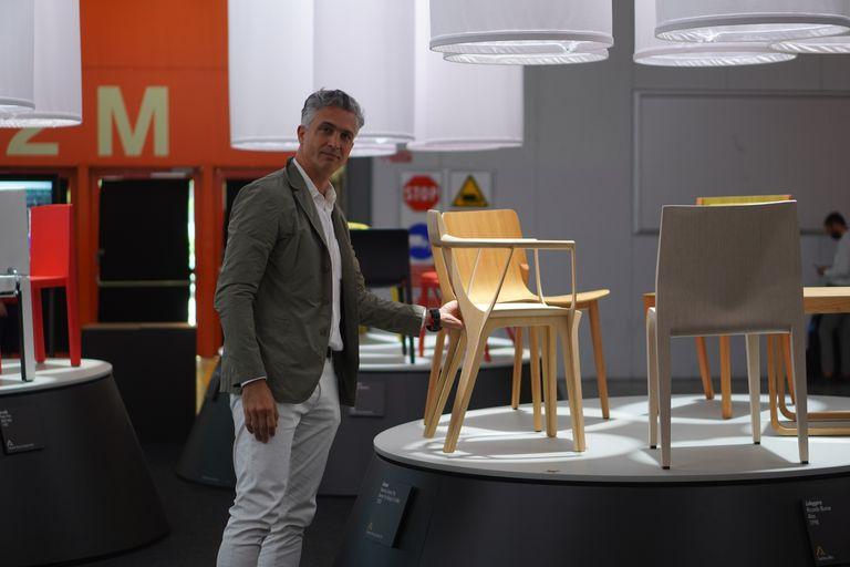 Francisco Gómez Paz orgulloso de que su Eutopia se exhiba como una pieza de museo en la capital mundial del diseño