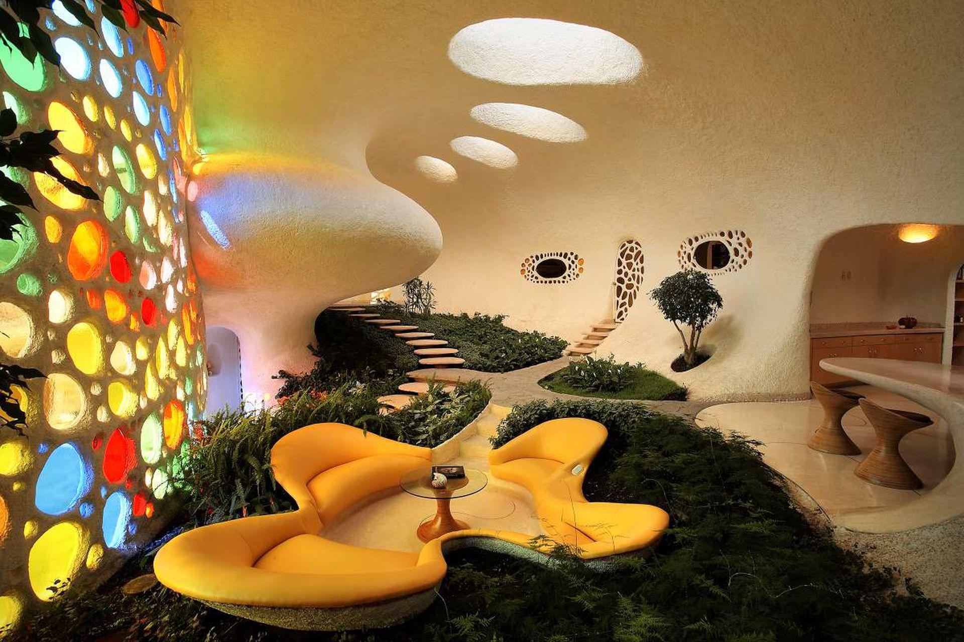 Interior de Nautilus, una de las casas diseñadas por Senosiain en México, inspirada en la naturaleza marina.