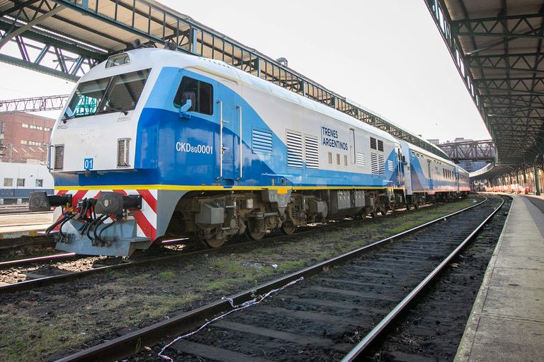 Un tren con 450 pasajeros a bordo estuvo medio día varado por un piquete