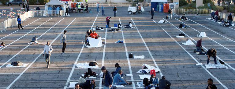 En fotos. Un estacionamiento en Las Vegas recibe a los sin techo