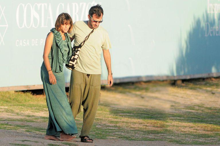 Dignity y Aíto en abril de este año, saliendo de El Chiringuito de Francis Mallmann, en Costa Garzón. Entonces no se sabía que estaban de novios.