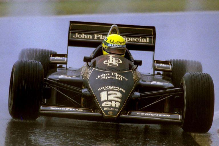Gran Premio de Portugal 1985, en Estoril: Ayrton Senna, con Lotus y bajo un aguacero, logra su primera victoria en la Fórmula 1; el paulista fue un rey en pistas húmedas