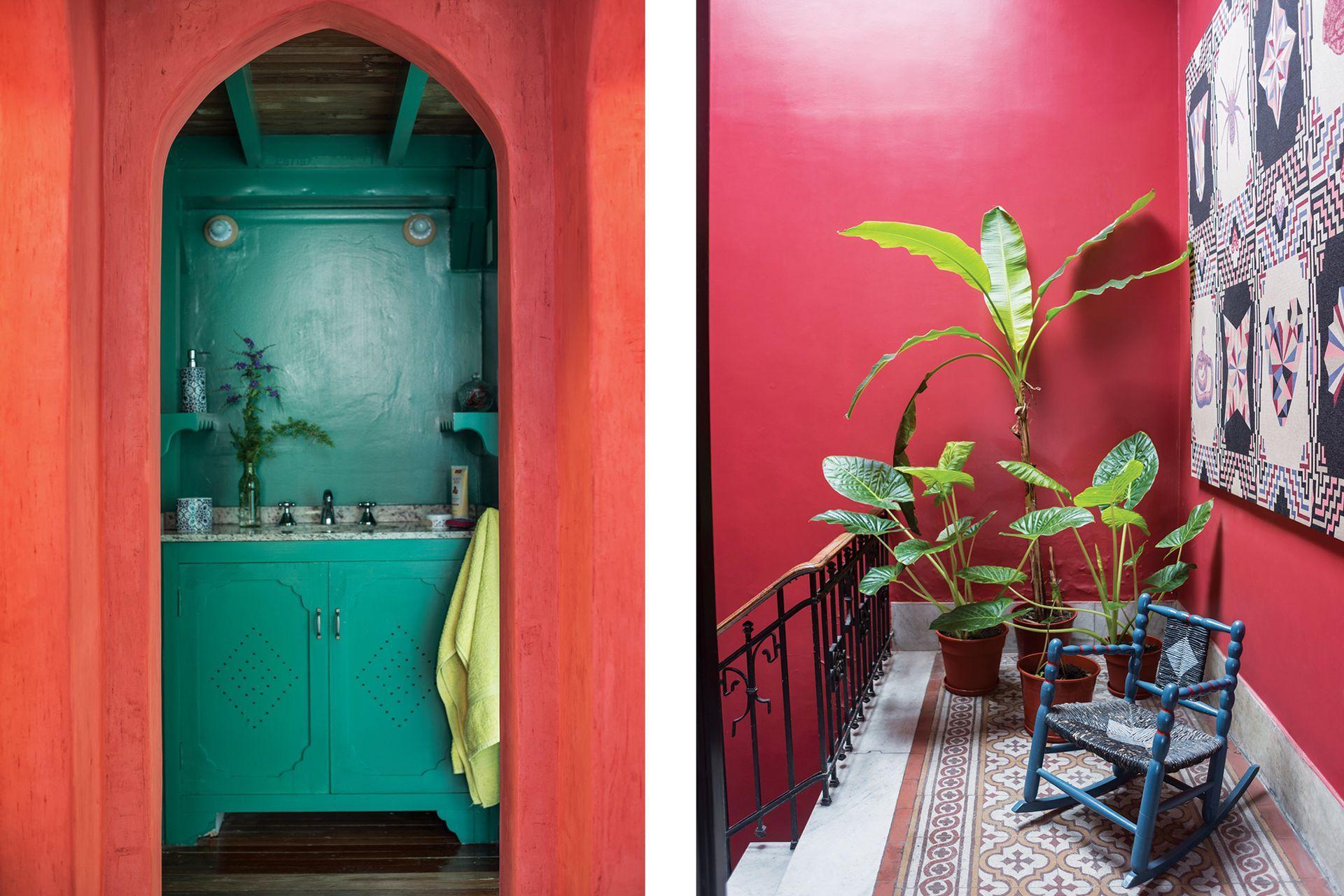 Rosa hizo la arcada del toilette en punta con los albañiles, dibujándola en cartón, y luego pintó la pared con yeso al que le aplicó pigmento.