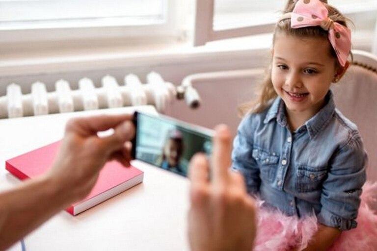 Cuando los niños son fotografiados constantemente, ¿afecta esto la forma en que graban sus recuerdos?