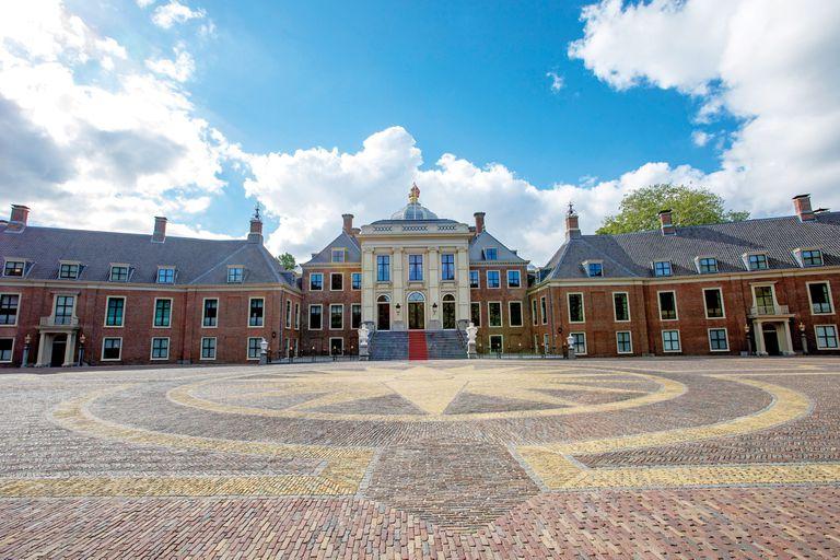 En enero de 2019 los reyes de Holanda se mudaron a Huis ten Bosch, tras tres años y medio de obras de renovación, que costaron 63 millones de euros.