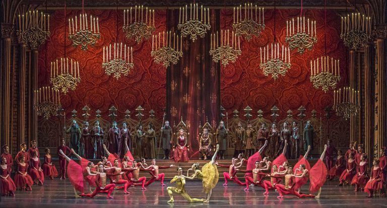 """""""Raymonda"""", producción del Teatro Municipal de Santiago Chile para la versión de Luis Ortigoza, cierra la gala del Consejo Argentino de la Danza que se verá hoy, a las 20"""