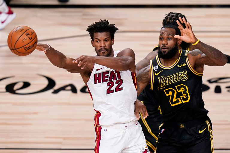 Un mano a mano de colosos: Jimmy Butler registró 35 puntos, 12 rebotes y 11 asistencias, y LeBron James, 40, 13 y 7, respectivamente.