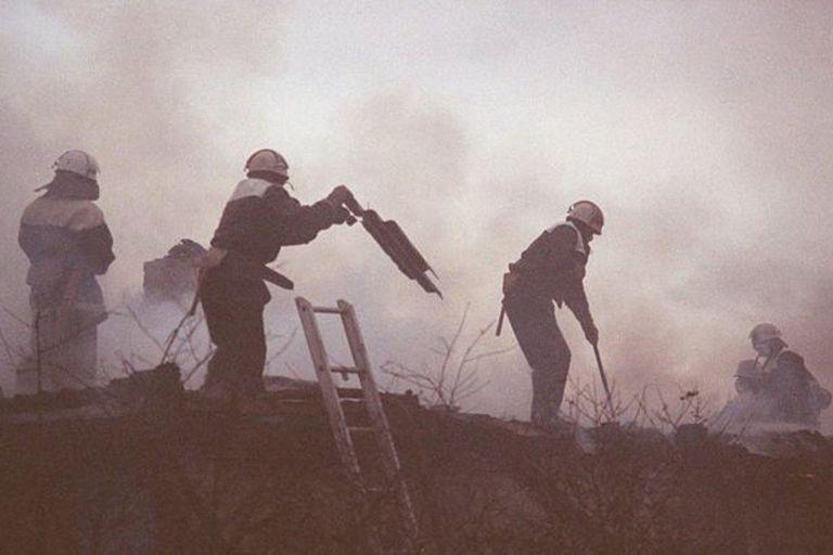 """""""Los bomberos fueron los verdaderos héroes de la tragedia"""", dice el historiador Serhii Plokhii"""