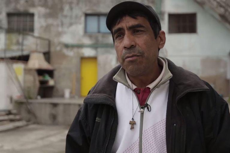 Oscar logró recuperar su vida y hoy ayuda a otros jóvenes