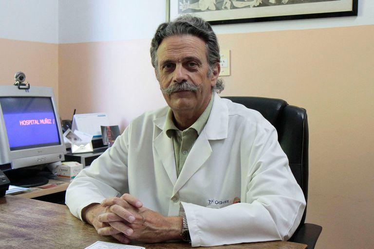 """El médico infectólogo, Tomás Orduna, explicó que esta estrategia permitirá """"aplastar"""" la curva de contagios"""