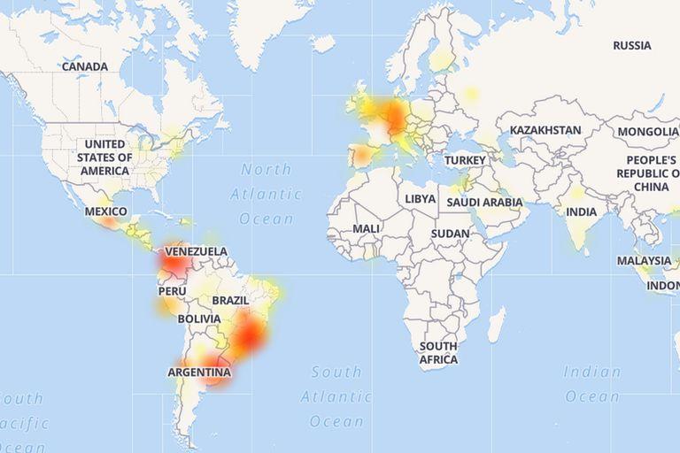 Una vista de los reportes de fallas publicados por los usuarios de WhatsApp recopilados por el sitio Down Detector