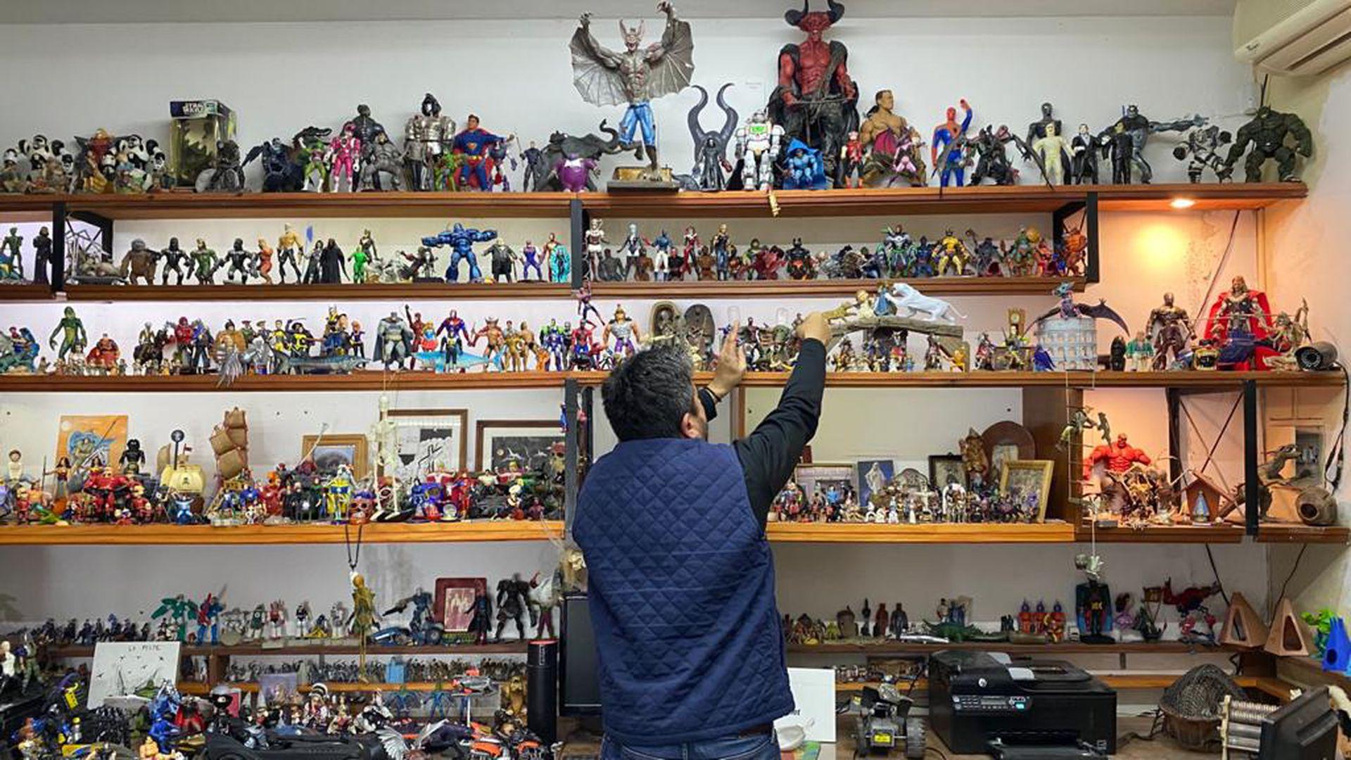 Hernán Doering: su colección de muñecos supera las 20.000 piezas.