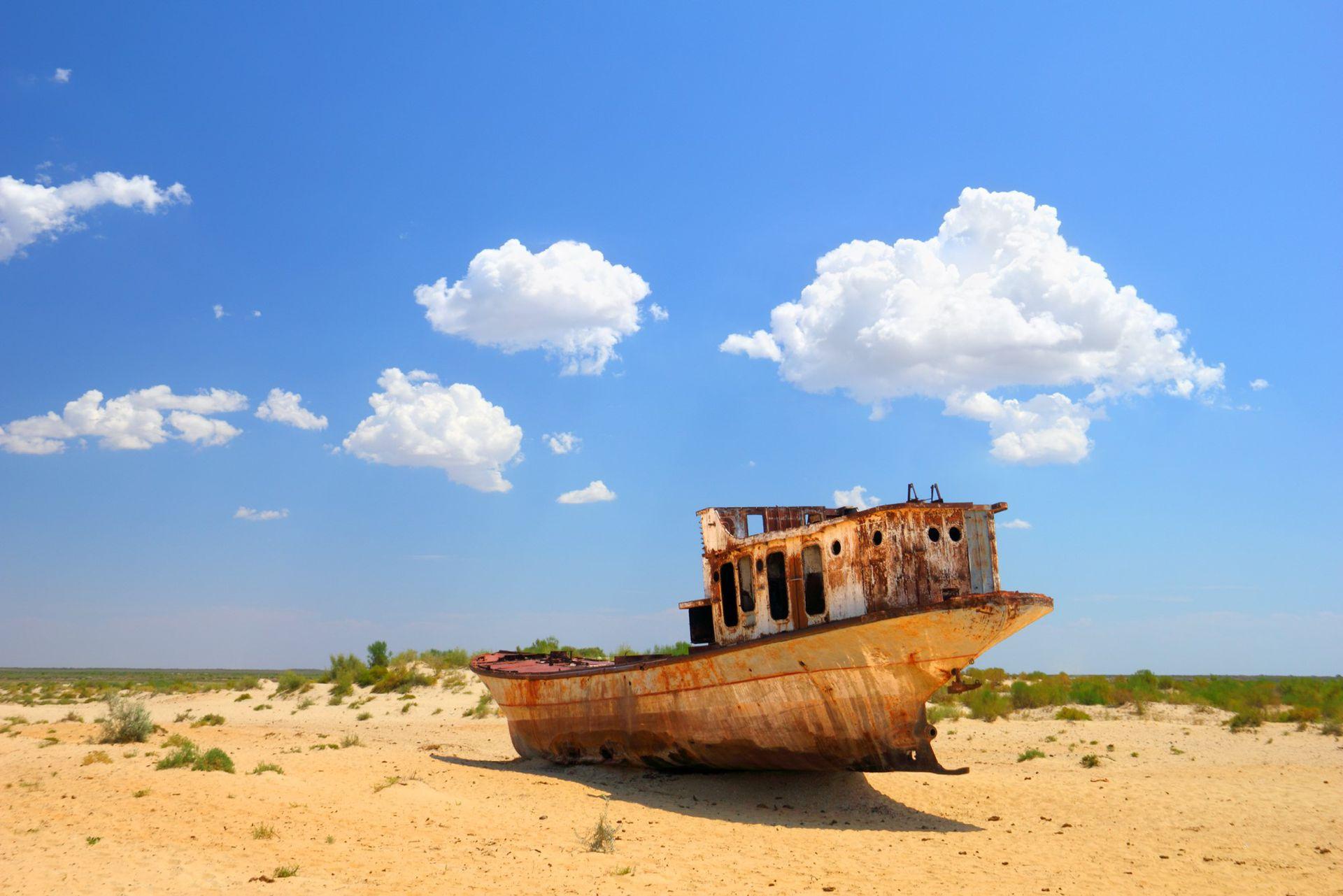 El mar se transformó en un cementerio de barcos