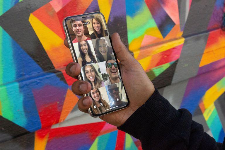 Houseparty permite videollamadas grupales con ocho integrantes, acompañado por juegos y trivias