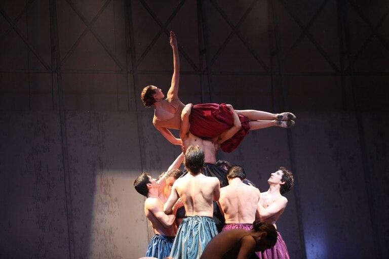 El Ballet Contemporáneo del Teatro San Martín, a pleno en el Obelisco