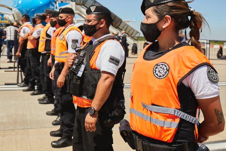 ¿Un policía con pollera?: por primera vez, una fuerza federal rompe el paradigma del binarismo y lo hace posible