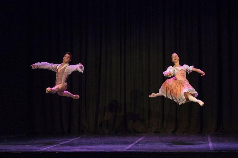 """David Gómez y Lucía Giménez bailan el único pas de deux del repertorio clásico de la función: """"Guillermo Tell"""""""