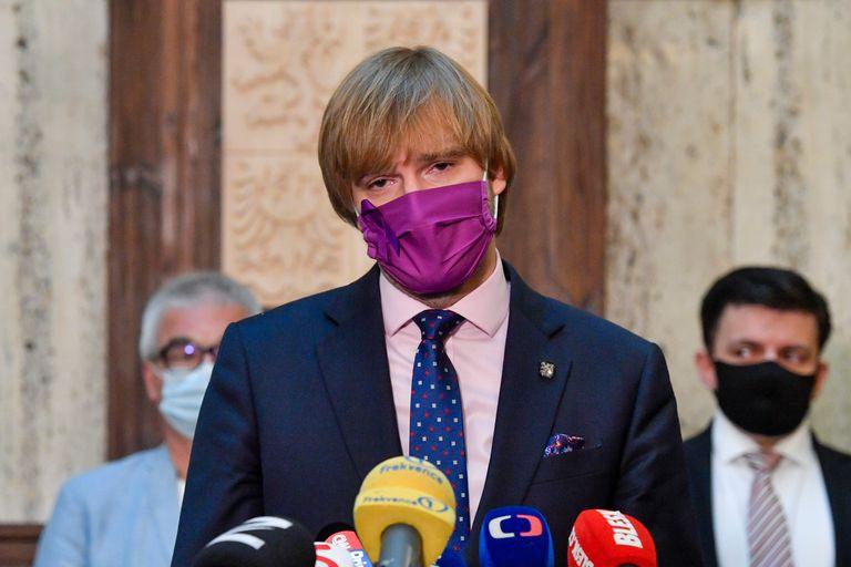 El ministro de Sanidad de República Checa, Adam Vojtech, presentó su dimisión,