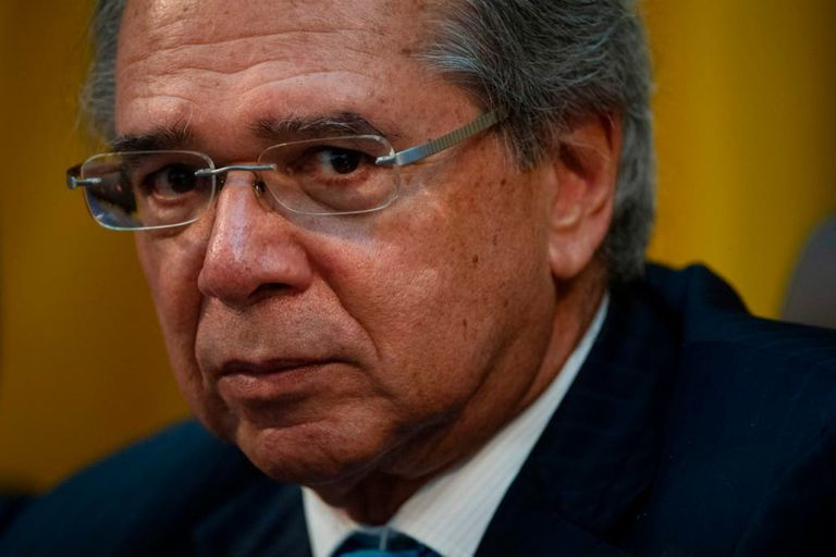 La línea ortodoxa de Guedes se ve desviada por el creciente gasto del presidente