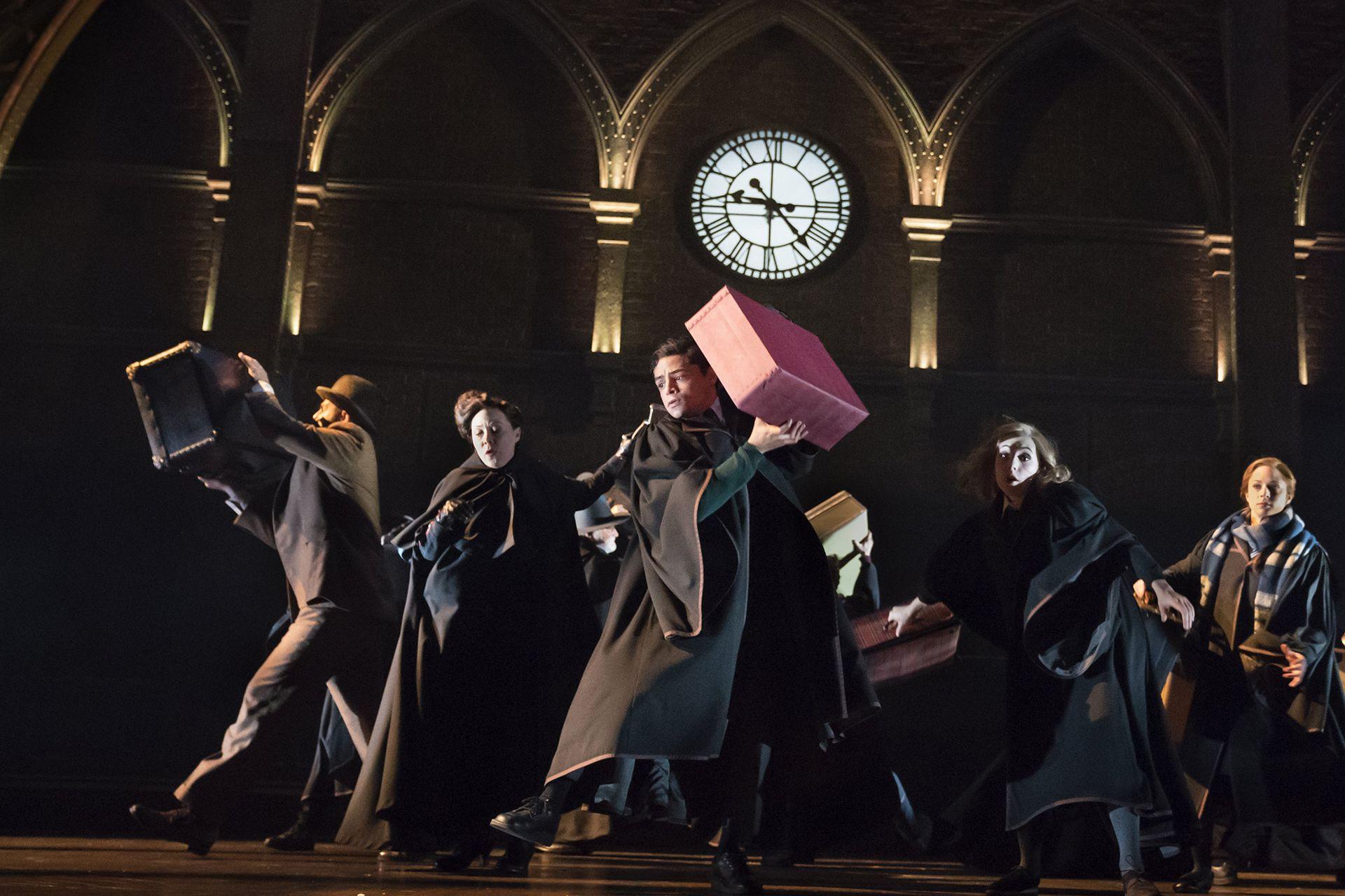 Albus y sus amigos llegando a Hogwarts
