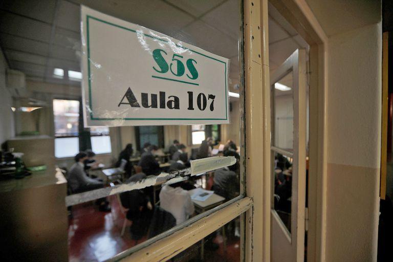 Una clase del secundario en el colegio Belgrano Day School