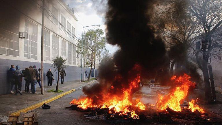 Se quemaron gomas para impedir el paso de la policía