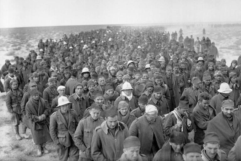 Al menos cien mil italianos cayeron prisioneros de los británicos en África