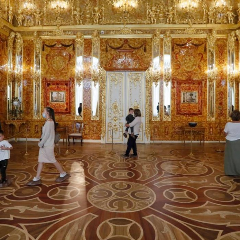 En 2003 se montó una réplica de la Cámara de Ámbar en el palacio de Catalina, al sur de San Petesburgo, donde se imita la majestuosidad y belleza de la original