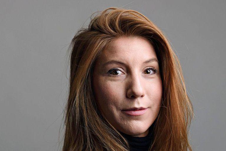 La periodista Kim Wall fue asesinada por el ingeniero Peter Madsen en su submarino de fabricación casera, después de que ella subiera a este para entrevistarlo, el 10 de agosto de 2017