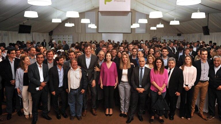 Vidal y los candidatos electos recibieron a loa intendentes bonaerenses para celebrar el triunfo electoral