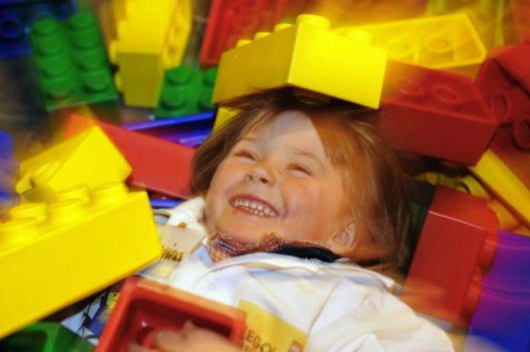 Lego participa del aprendizaje de los niños