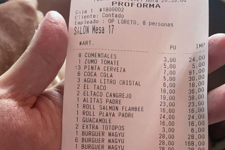Publicó el ticket de una cena para quejarse del precio pero un detalle lo hizo viral