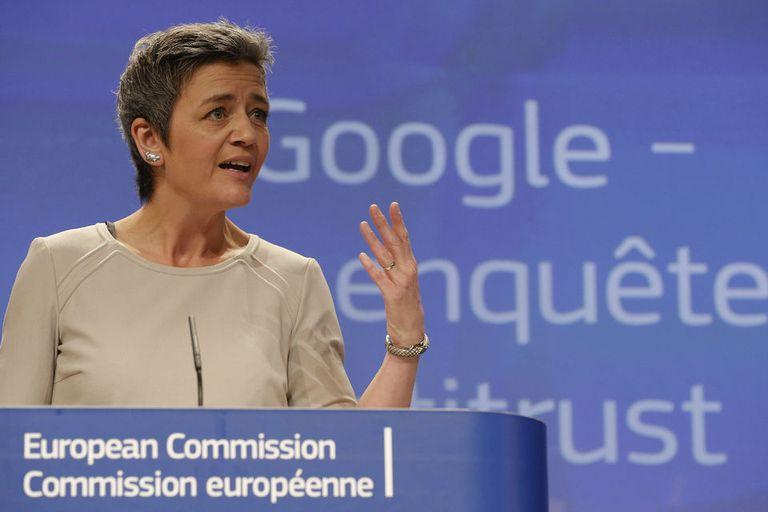 La comisaria europea de Competencia, Margrethe Vestager, durante una rueda de prensa tras anunciar la acusación por abuso de posición dominante de Google en el Viejo Continente