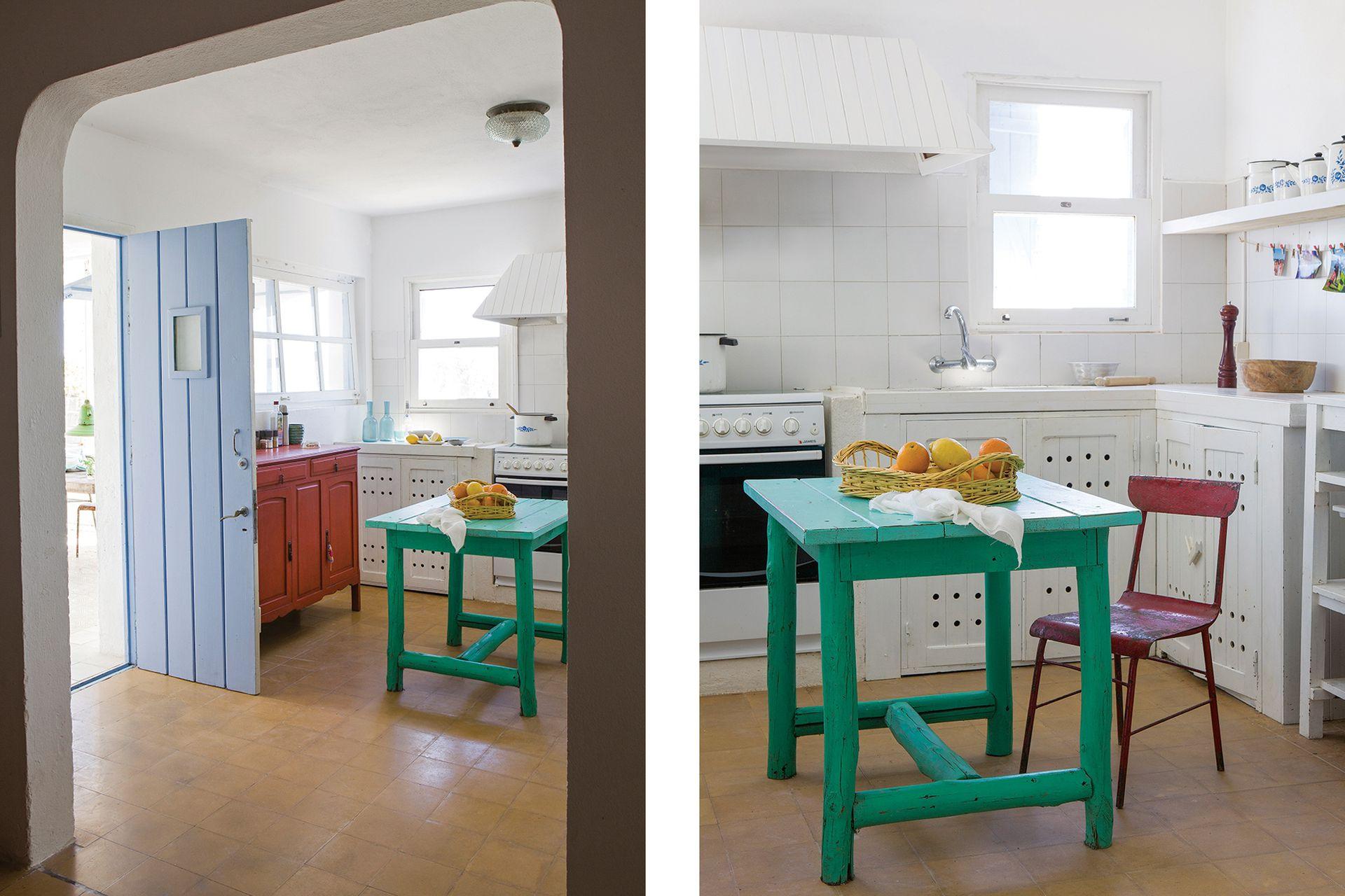 La cocina conserva los mismos muebles, la mesada y la campana machihembrada. La única intervención aquí fue pintar todo de blanco y sumar el revestimiento de azulejos 20x20.
