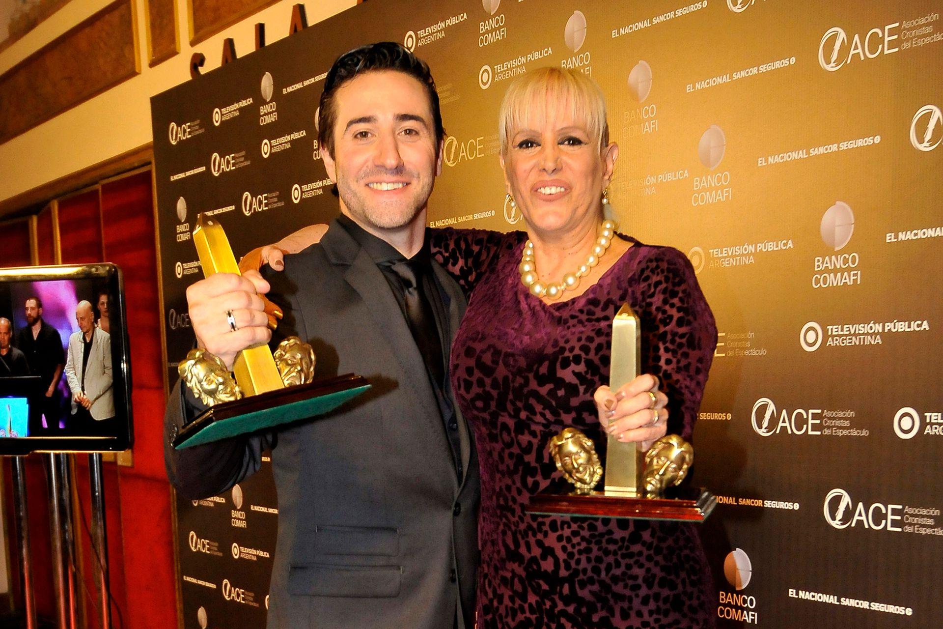 Mariano Chiesa y Valeria Lynch, con sus premios ACE por Sunset Boulevard