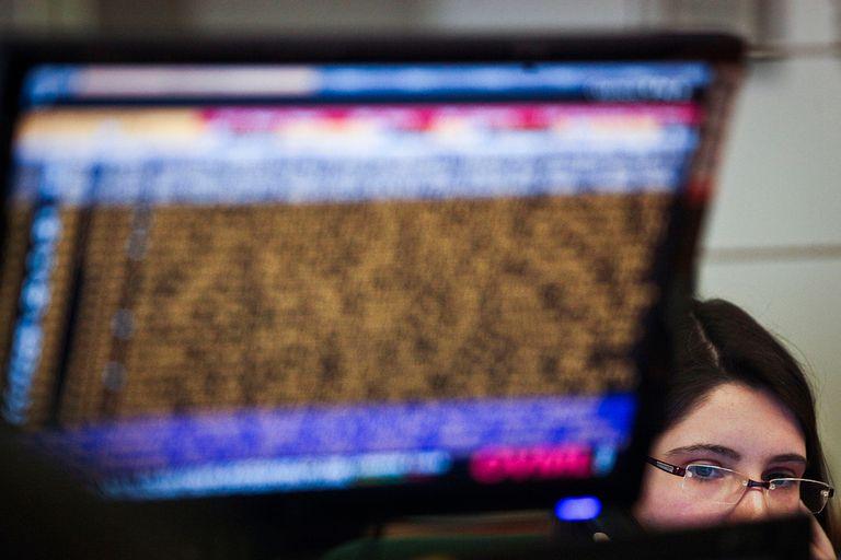 Las nuevas firmas de análisis financiero vas más allá de las tradicionales herramientas y utilizan fotografías satelitales y redes sociales para realizar sus pronósticos