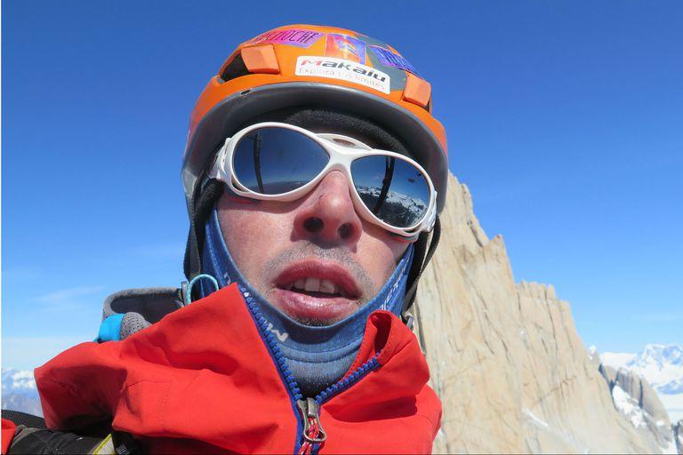 Pablo Pontoriero es el primer argentino en volar en parapente desde la cumbre del cerro Fitz Roy, en la Patagonia