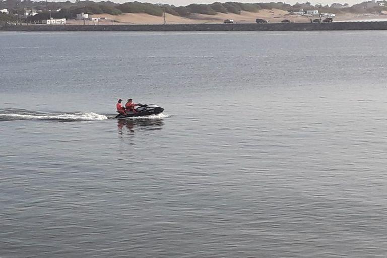 Necochea: intensifican la búsqueda de un nadador que competía en aguas abiertas