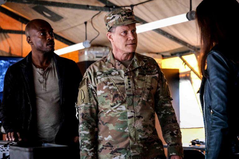 Dylan Walsh como el general Lane en una escena de Superman y Louis
