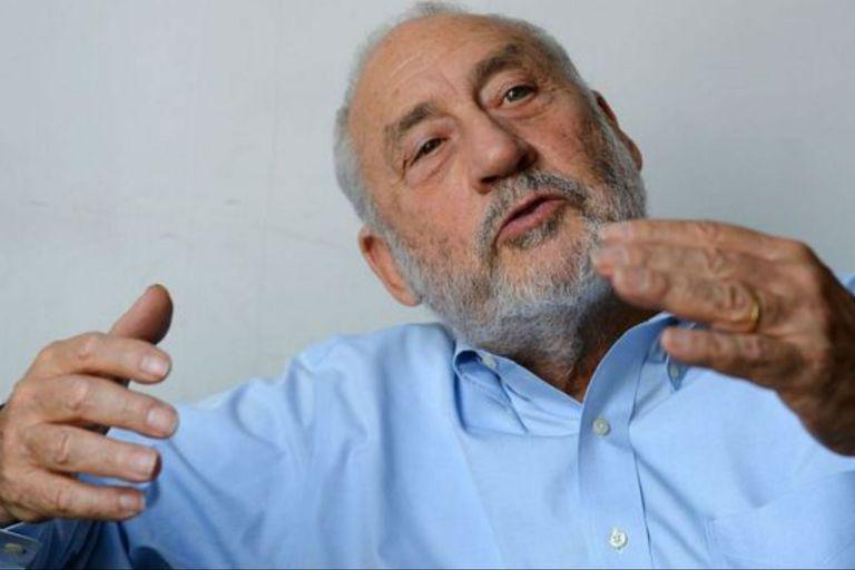"""El economista Joseph Stiglitz, premio Nobel (2001) y mentor del ministro Martín Guzmán, encabeza un grupo de más de 150 académicos que firmaron una carta en apoyo a la propuesta de canje que lanzó el Gobierno; piden """"una solución responsable"""" y """"actuar de buena fe"""" al los acreedo"""