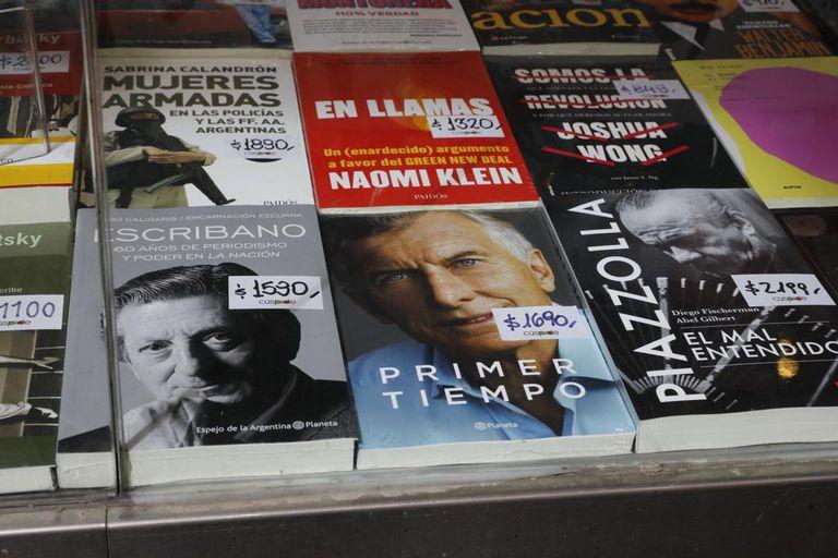 Hoy salió a la venta el libro Primer Tiempo de Mauricio Macri, librería Cúspide de avenida Corrientes 526