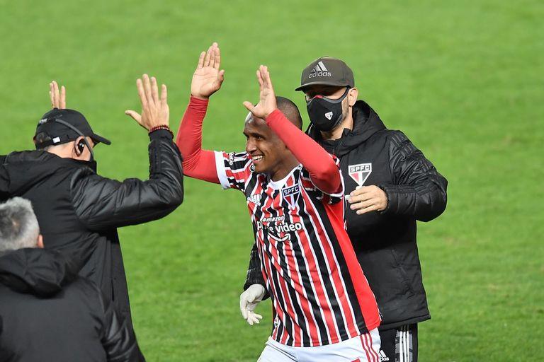 Marquinhos festeja el segundo gol durante el partido de Copa Libertadores que disputan Racing Club y San Pablo