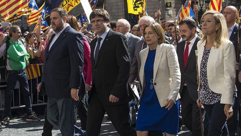 Las máximas autoridades catalanes se reúnen de urgencia para tratar la detención de funcionarios por el referéndum