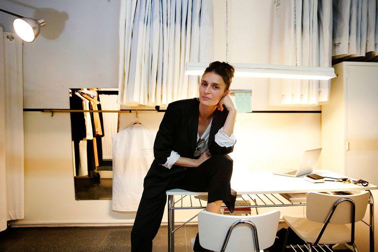 Apuesta.La diseñadora que dejó todo para hacer pijamas y sastrería slow fashion
