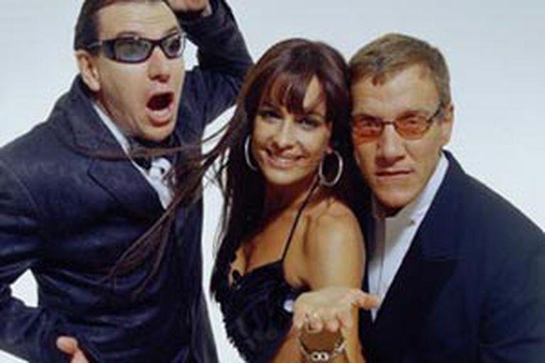 """""""Clota"""" Lanzetta con la modelo Daniela Cardone y el humorista Alacrán, con quienes compartió la conducción de un programa en América"""